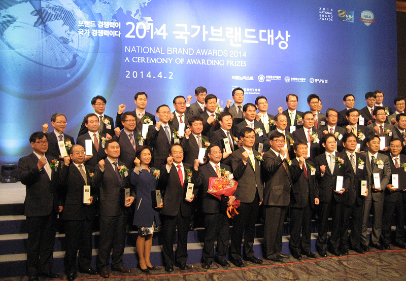 Gyeonggi's Unlimited Care and Company SOS win National Brand Awards이미지