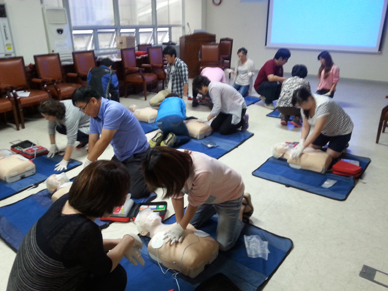Learning CPR at an apartment complex
