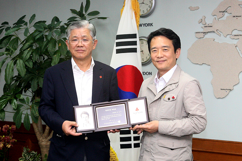 Governor Nam Kyung-pil to actively engage in sharing and donation culture이미지