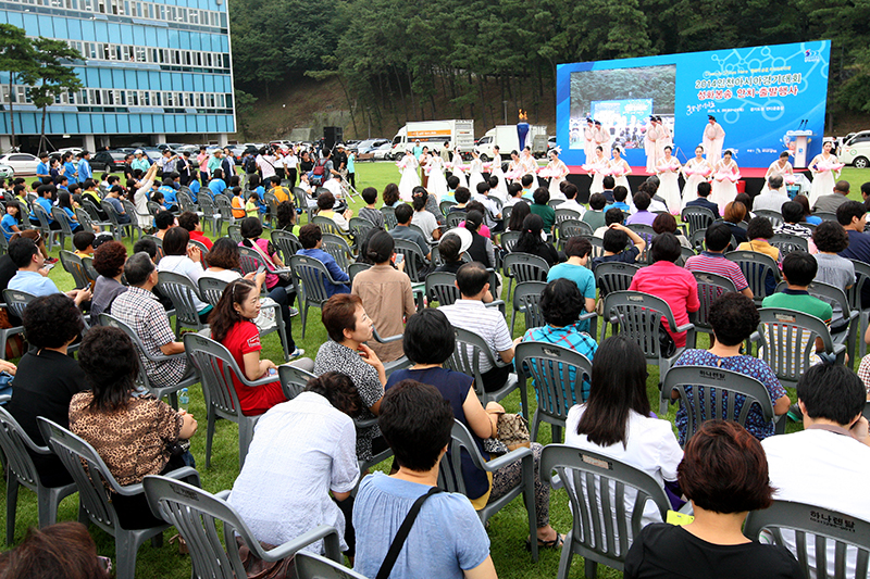 Torch for Incheon Asian Games arrives at Gyeonggi Provincial Government Complex이미지
