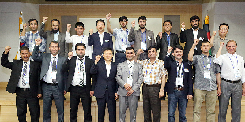 High-ranking officials from Peru attend workshop on Korea's advancement in Gyeonggi Province이미지